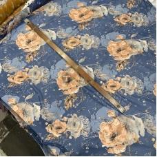 Шифон принт (на джинсовом фоне крупные цветы)